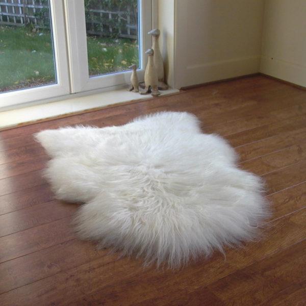 Isländisches weißes Schaffell